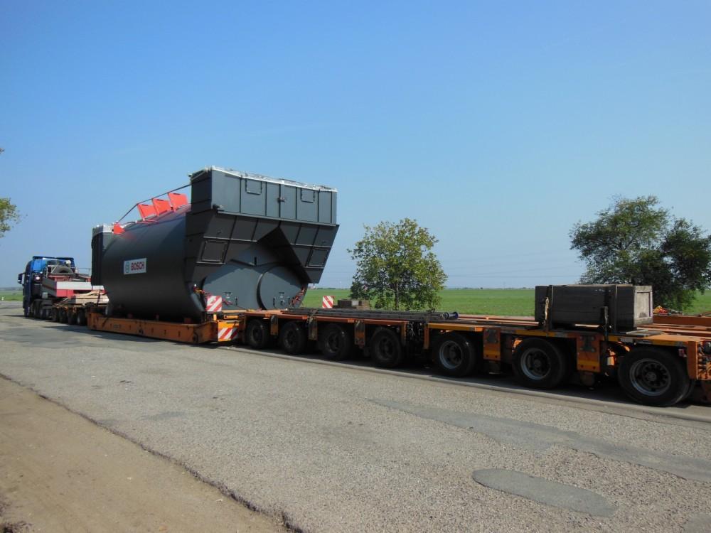 Transport von zwei Kesseln Bosch